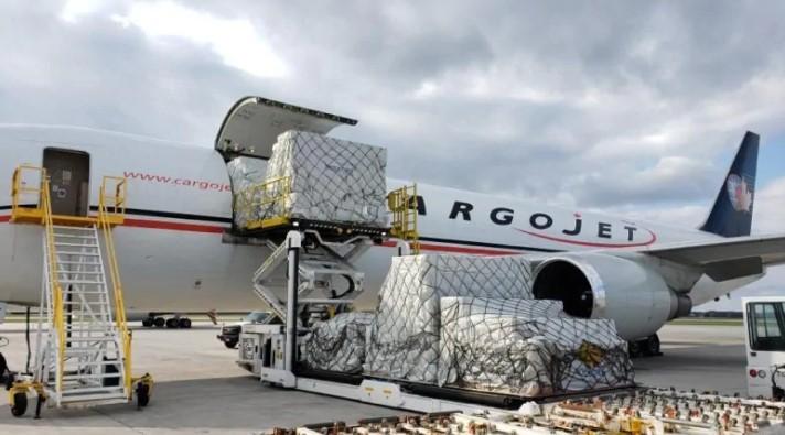 Канада отправила в Китай два самолета за средствами защиты от коронавиру...