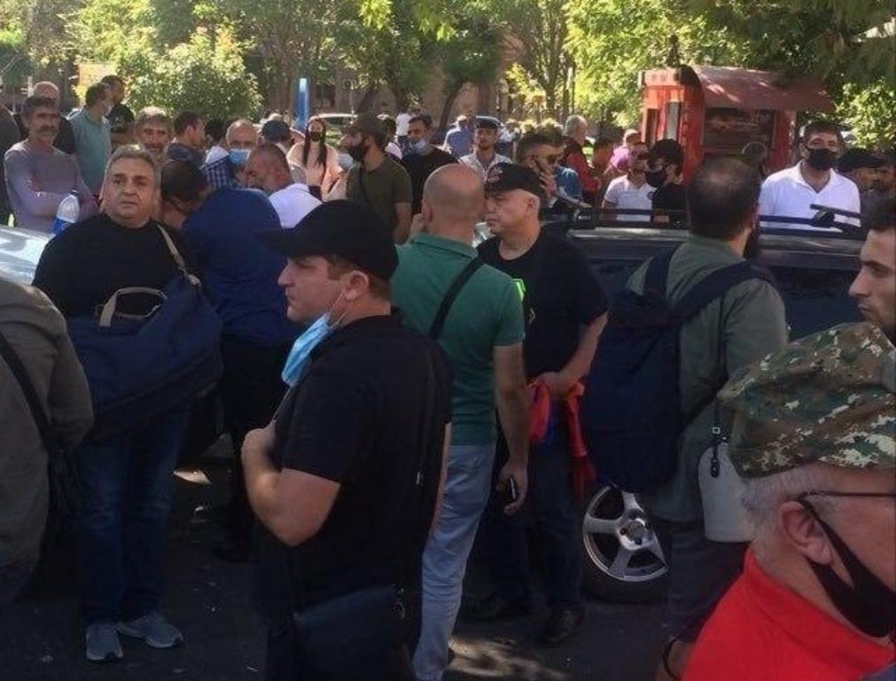 Война в Карабахе: Армения ввела военное положение