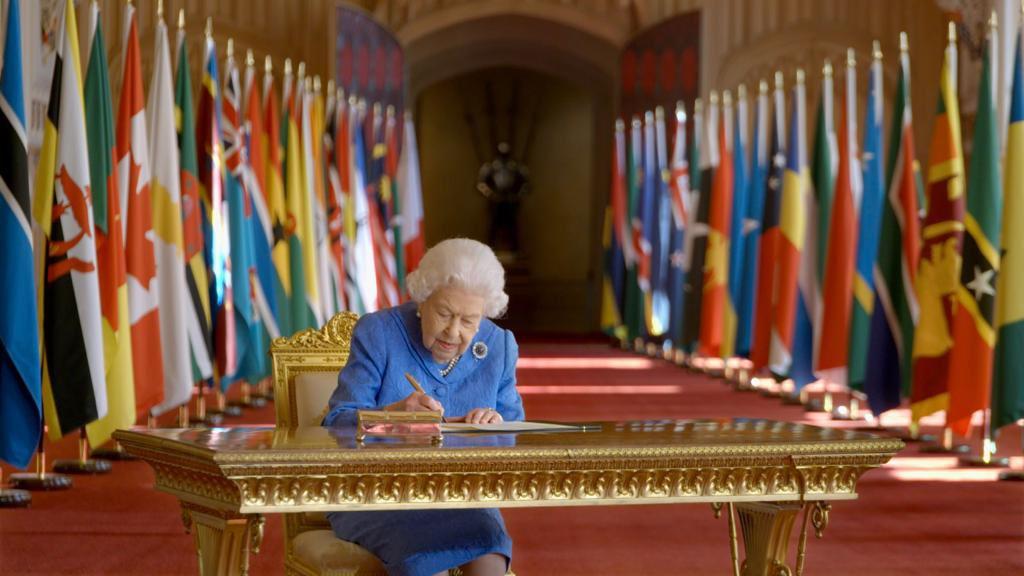 """""""Железная леди"""": Елизавета II вернулась к исполнению своих обязанностей до окончания траура"""