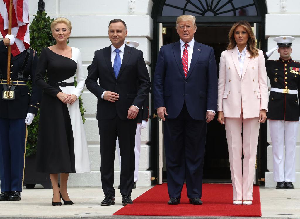 В сети обсуждают образ Мелании Трамп во время визита президента Польши в...