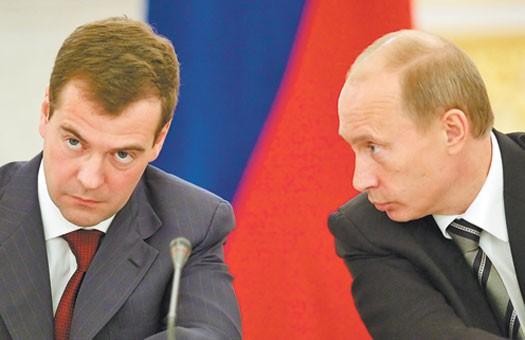 Путин и Медведев теряют доверие россиян