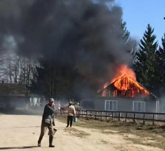 В Житомирской области из-за поджигателей травы сгорел сельсовет