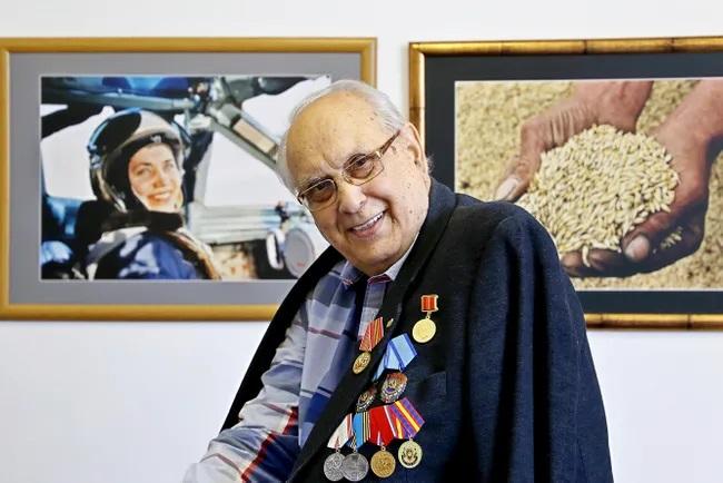 Умер личный фотограф Брежнева и других советских генсеков