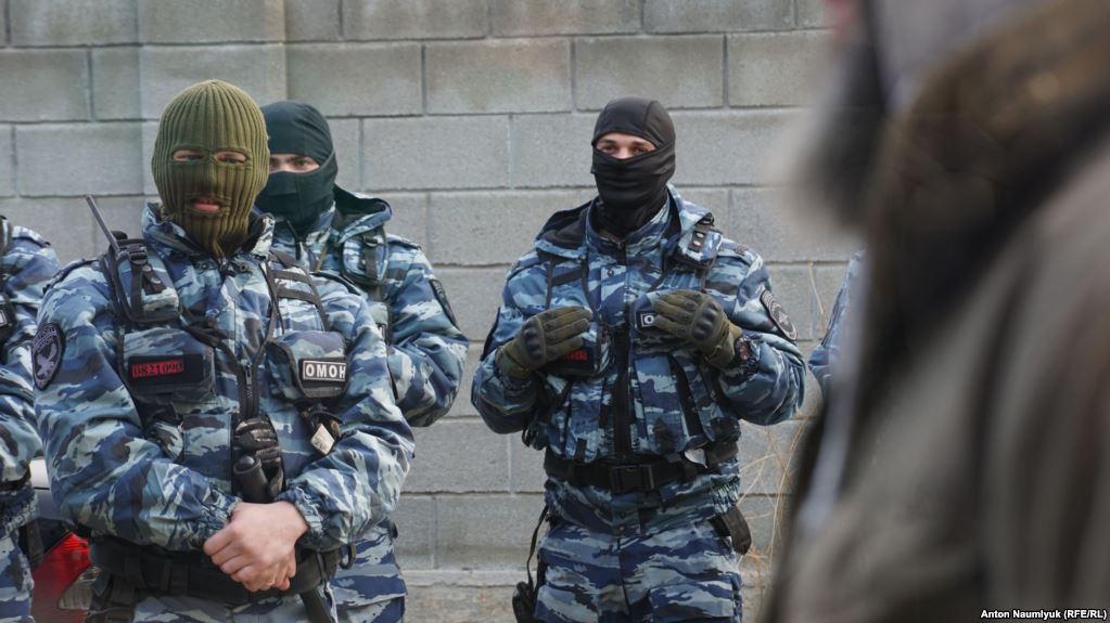 Обыски у крымских татар под Симферополем