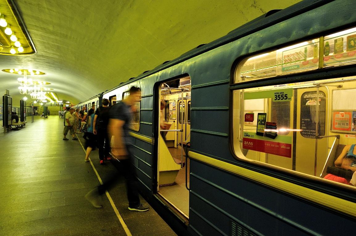 В Киеве в новогоднюю ночь метро и наземный транспорт будут работать на 3...