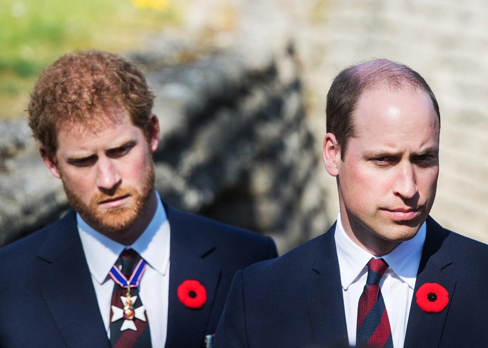 Разлад между братьями: принцы Гарри и Уильям до сих пор не общаются из-з...