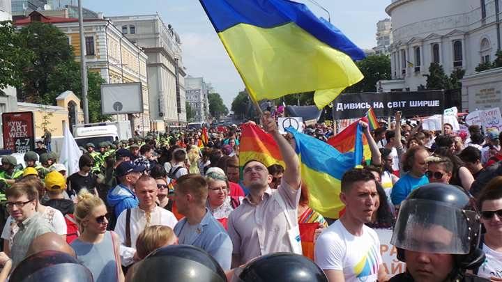 Зеленского пригласили на КиевПрайд