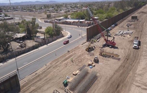 Минобороны США заключило контракты на строительство стены на границе с М...