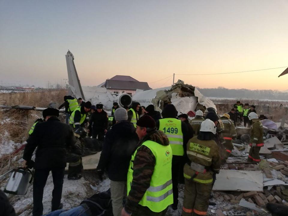 Пострадали украинцы. В Казахстане рухнул пассажирский самолет: есть поги...
