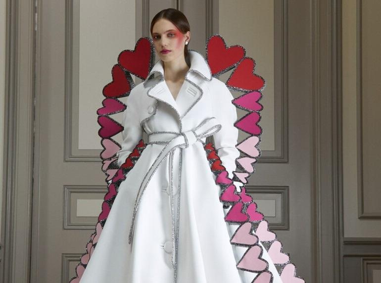 Стеганые платья и сердца со смайликами: дуэт Viktor&Rolf представили нов...