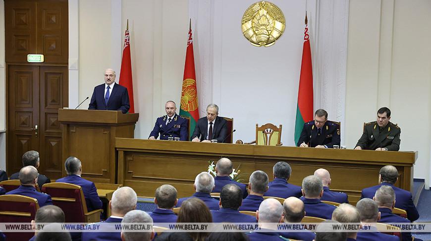 """Лукашенко о передаче власти оппозиции: """"Наклонить меня не получится"""""""