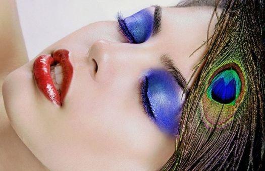 Женщины накладывают на лицо около 515 химикатов в день