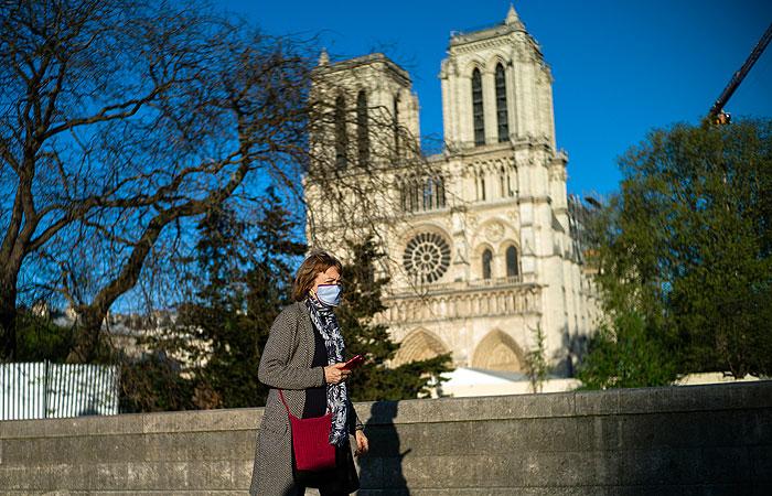 Спустя год Соборную площадь парижского Нотр-Дама открыли для посетителей