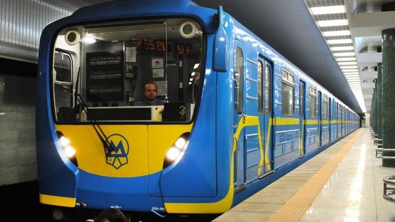 В новогоднюю ночь метро в Киеве будет работать на три часа дольше