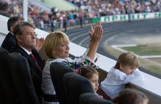 Ющенко доверил жене подбирать одежду