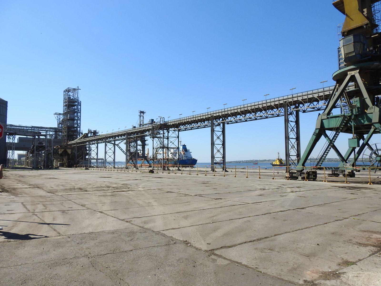 В Николаевском порту хранили тысячи тонн селитры, но ее уже убрали