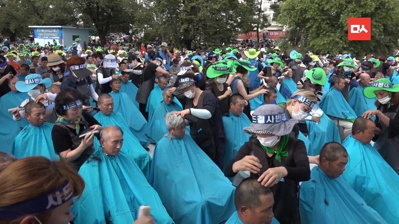 """Жители Южной Кореи устроили """"лысый"""" протест против системы ПРО"""