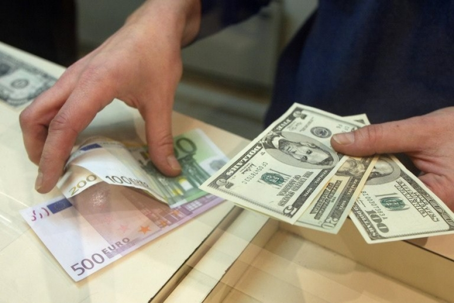 Доллар в обменниках за сутки подешевел на 18 коп