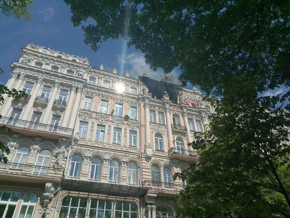 В центре Киева горит исторический дом