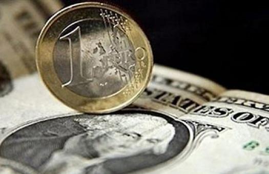 На межбанке доллар и евро подешевели