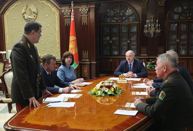 Лукашенко призвал Россию к ответу на срочном заседании Совбеза