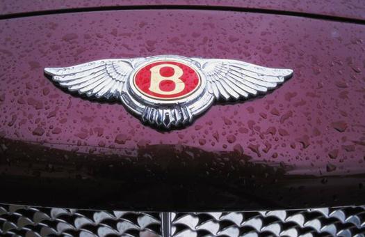 Bentley готовит две новые модели - кроссовер и универсал