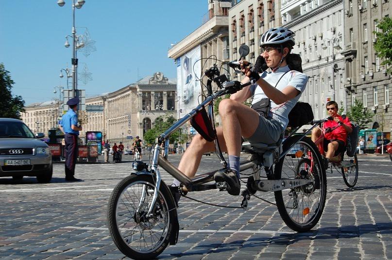 Киевским велосипедистам хотят расширить полосы движения