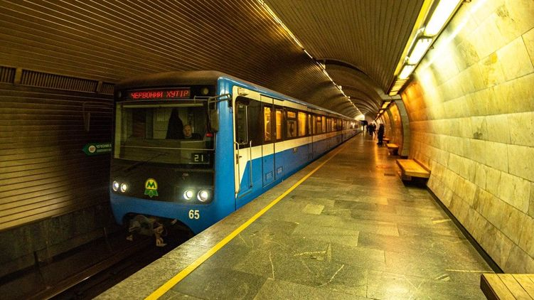 Еще на восьми станциях киевского метро появилась связь 4G