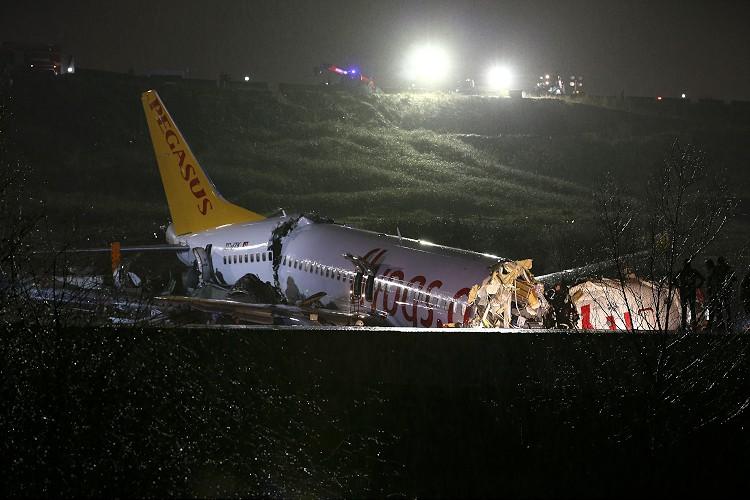 Крушение самолета в Стамбуле: количество пострадавших возросло до 120 че...