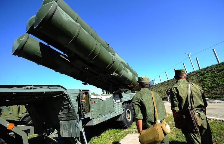"""Россияне перебросили в Крым зенитно-ракетную систему С-400 """"Триумф"""""""