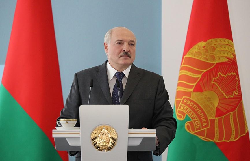 """Лукашенко пригласил генпрокуроров РФ и Украины для разбирательства по """"в..."""