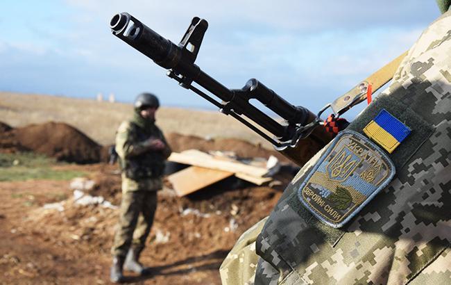Сутки на Донбассе: пять обстрелов, ранен военный
