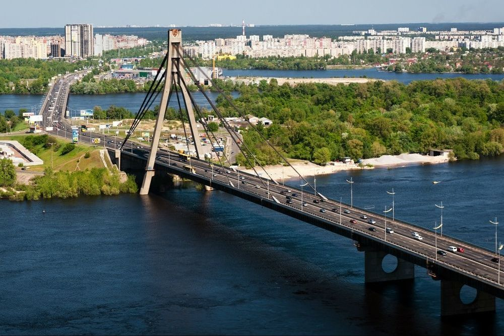 Сегодня в Киеве ограничат движение по двум мостам