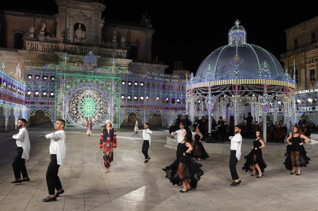 Dior показали новую круизную коллекцию на площади городка Лечче