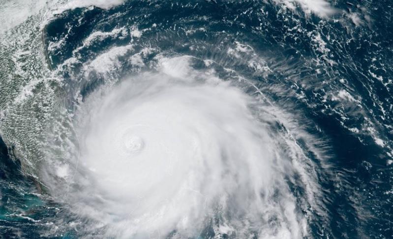 "Ураган ""Дориан"" на Багамах: люди пробивали крыши домов, спасаясь от наво..."