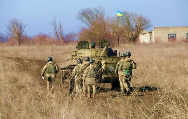 Сутки на Донбассе: два обстрела, один военный ранен