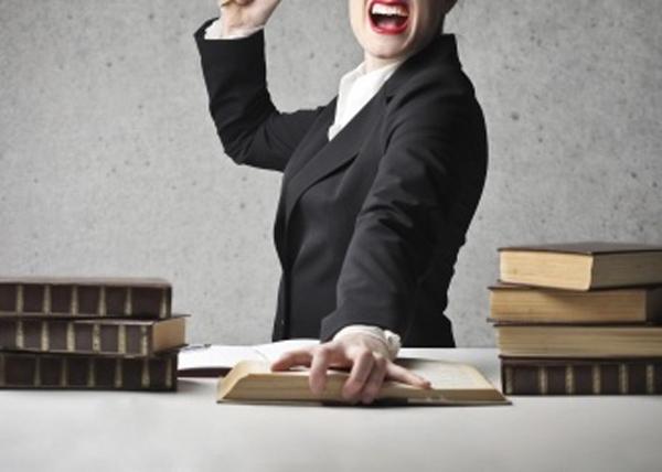 Под Харьковом учительница ударила школьницу учебником по голове: составл...