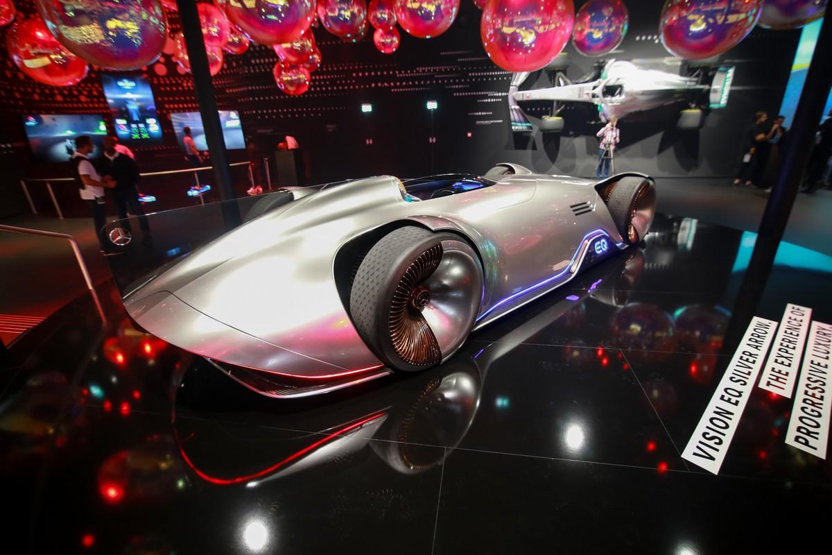 Кукольный Land Rover Defender и космический Mercedes Vision. Лучшие нови...