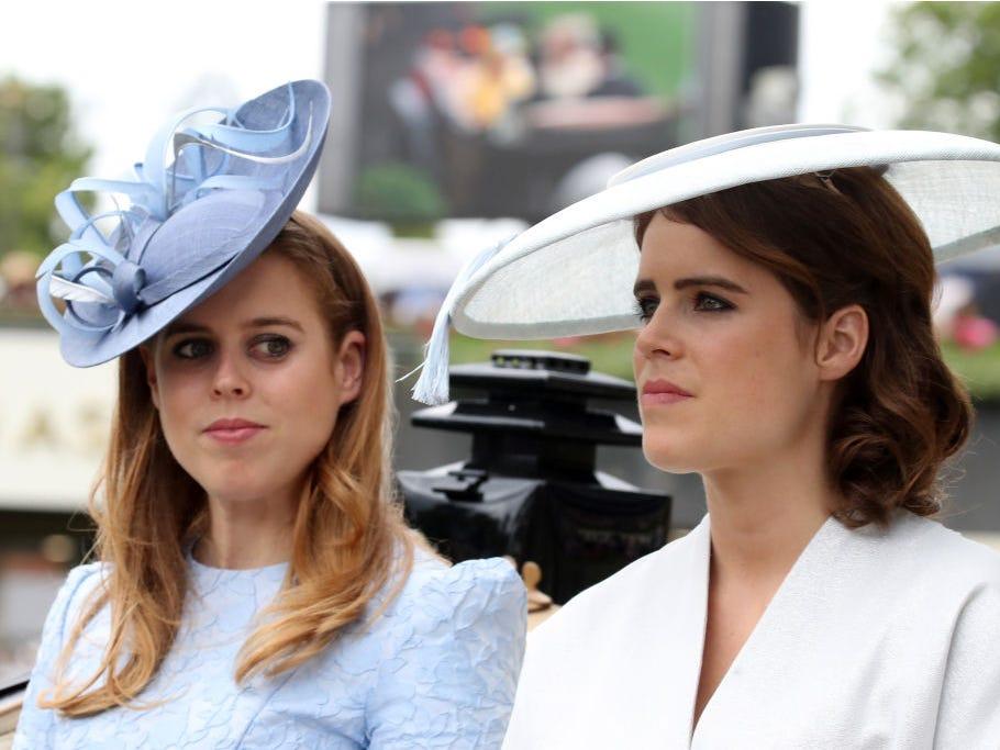 Королева Елизавета определилась с заменой принцу Гарри и Меган Маркл