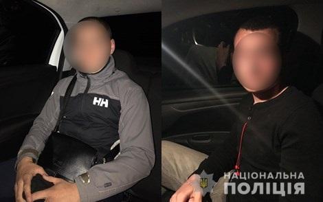 Полиция задержала подростков, которые разбили окна в пассажирском поезде