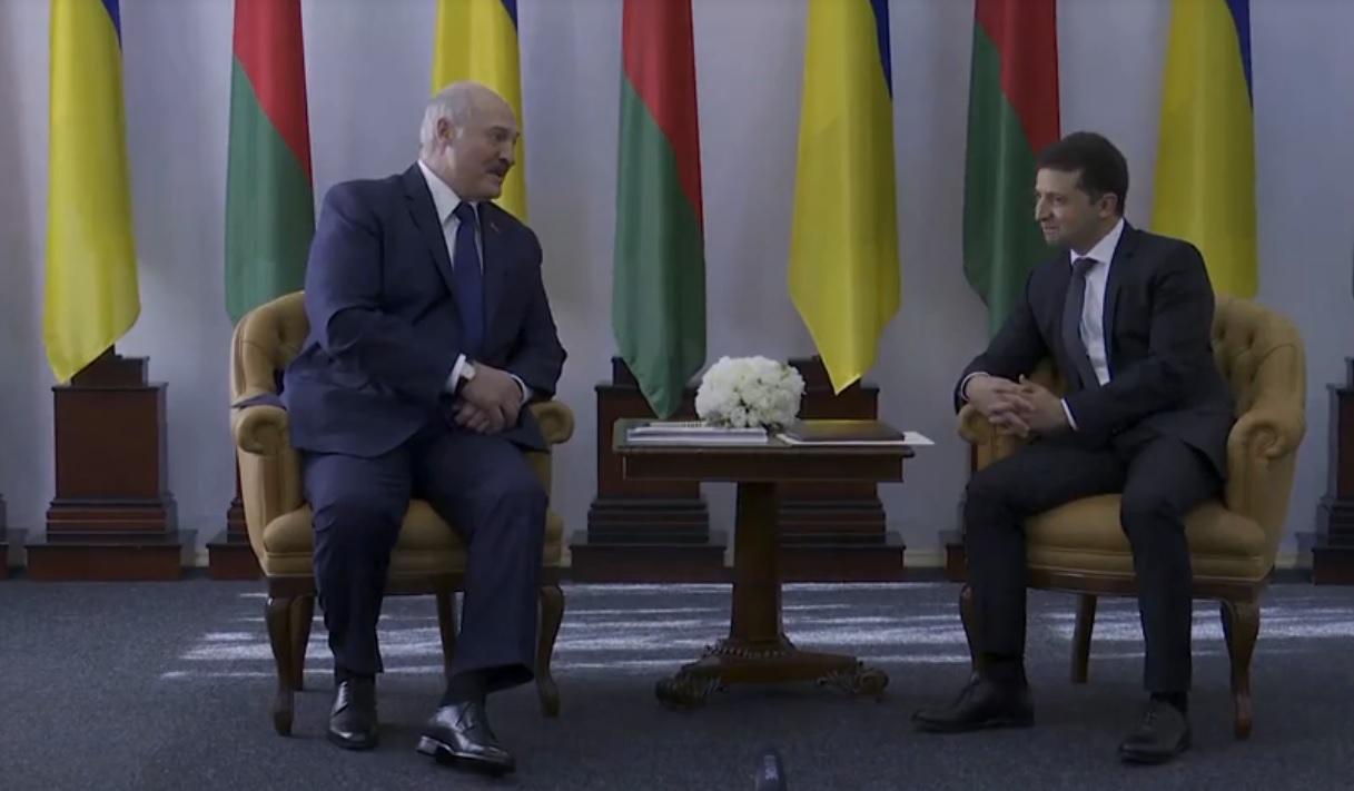 Лукашенко в Житомире заверил Зеленского, что Беларусь всегда будет надеж...