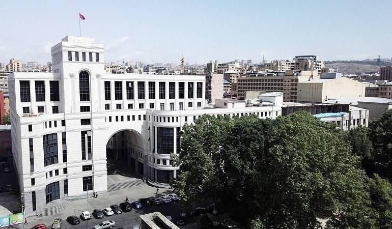 Армения заявила о готовности начать мирные переговоры по Нагорному Караб...