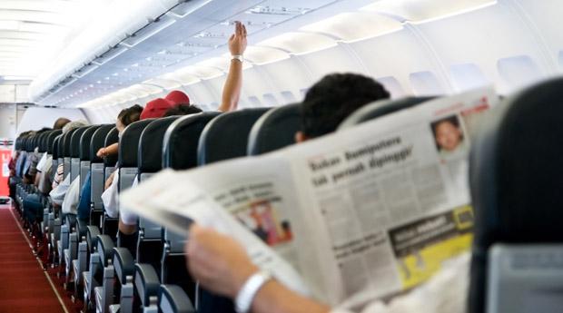 Лайфхак: в самолете отсядьте на метр от простуженного попутчика