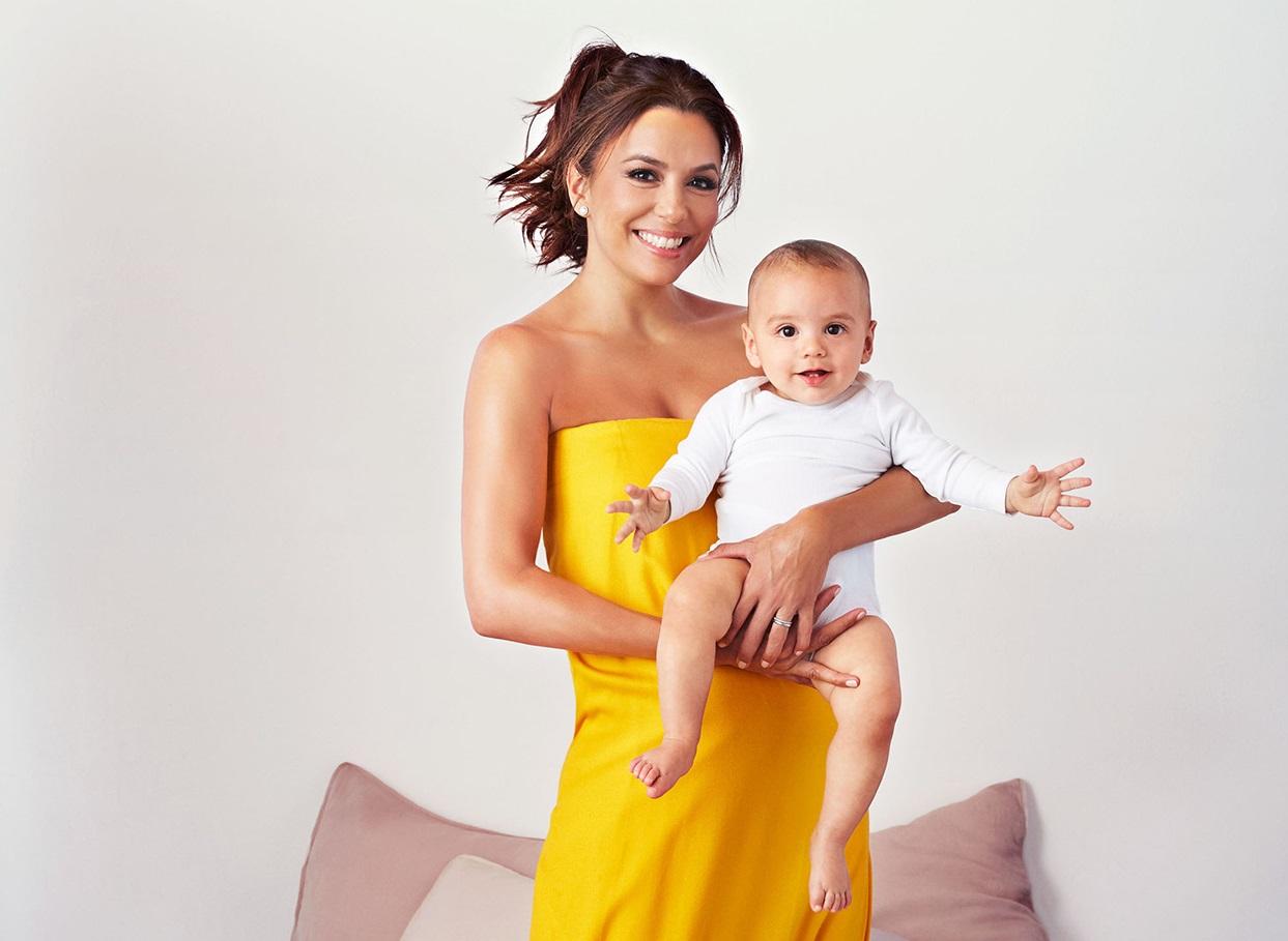 Ева Лонгория появилась на обложке журнала вместе с сыном Санти
