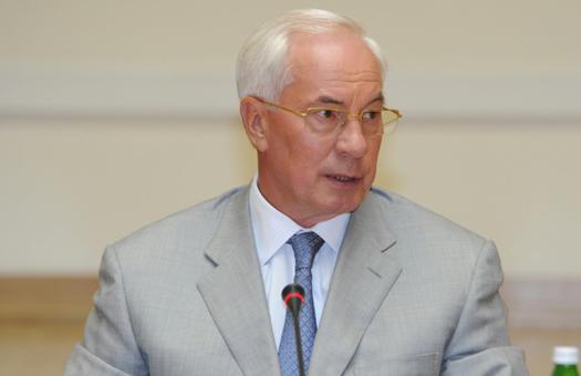 Азаров раскритиковал завод Порошенко