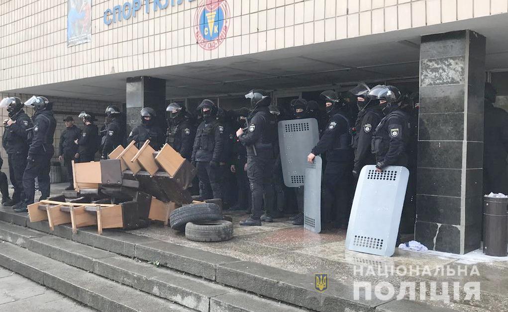 Полиция задержала 62 человека, которые в Киеве пытались захватить спортк...