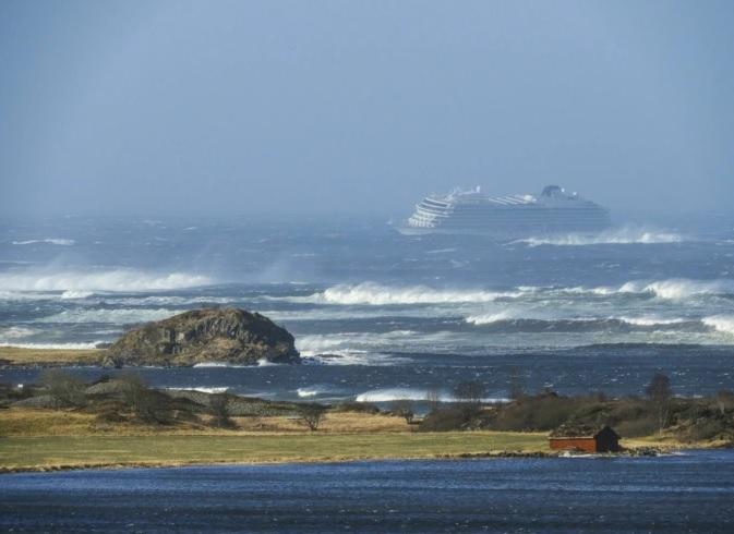 В Норвегии корабль Viking Sky, несмотря на крушение доставил пассажиров...