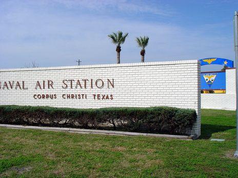 Террорист открыл стрельбу на базе ВМС США в Техасе, ранив одного военнос...