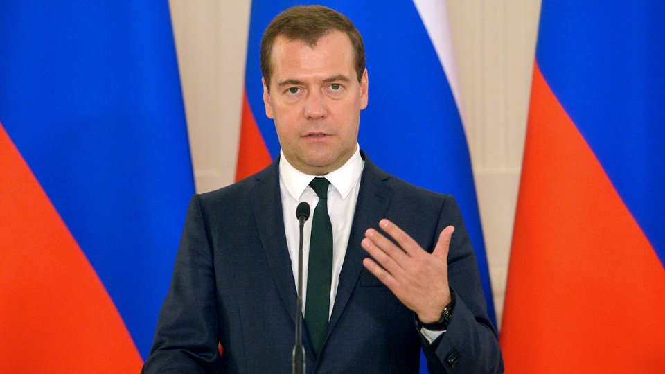 Медведев назвал условия, при которых РФ продлит транзит газа через Украи...