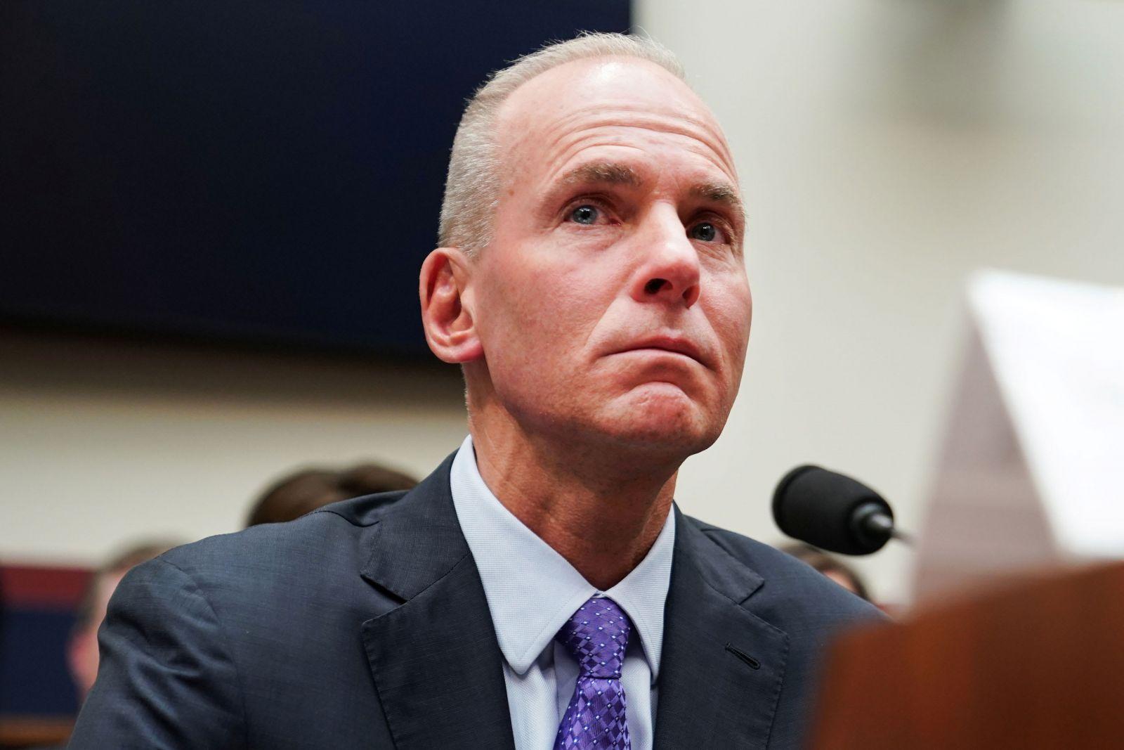Boeing уволил исполнительного директора, чтобы восстановить доверие
